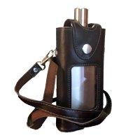 Rozsdamentes flaska, nyakba akasztható műbor tokkal