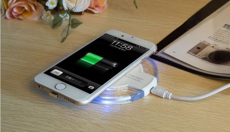 Vezeték nélküli telefontöltő szett, töltőfóliával - kétféle színben