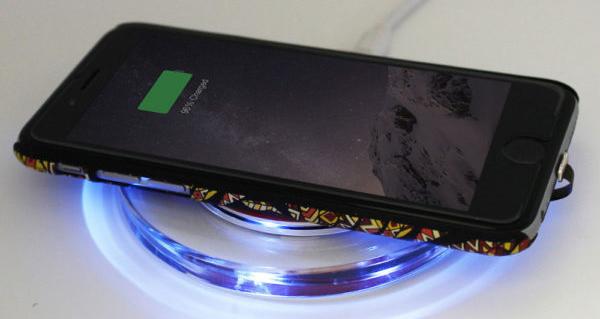 Vezeték nélküli QI töltő, iPhone X / 8 / 8 Plus - kétféle színben